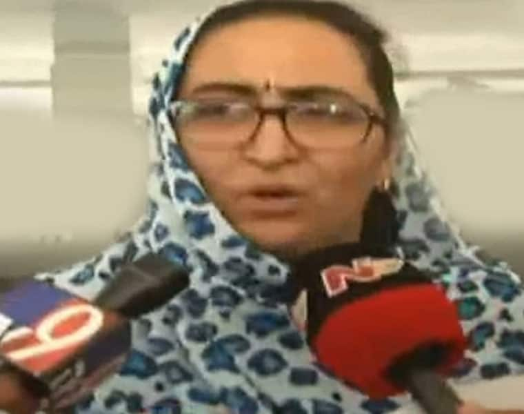 vanita reddy submits video of illicit relations  husband vijay Sai to Police
