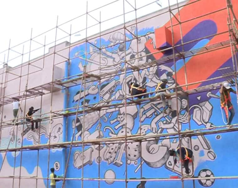paintings on the walls of metro stations to make look beautiful