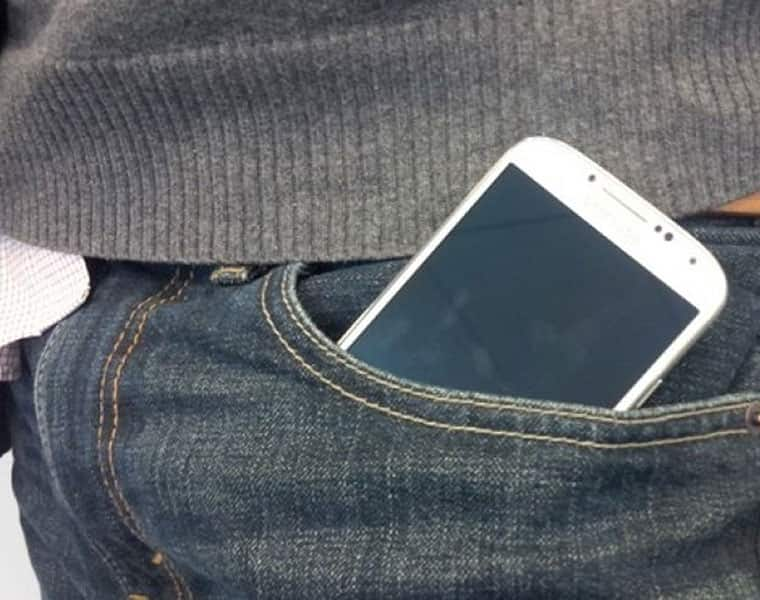 very danger to keep mobile in pant pocket