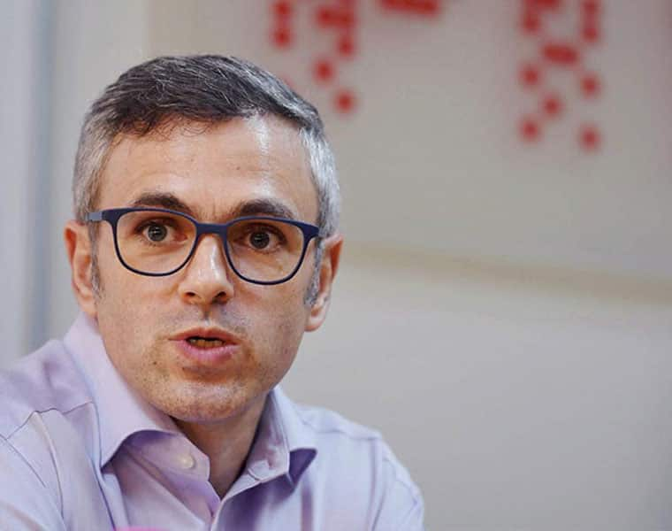 Election 2019 Omar Abdullah points finger at EVM alleges Congress button not working