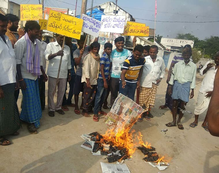 irate farmers set Namaste Telangana paper on fire unhappy over reporter