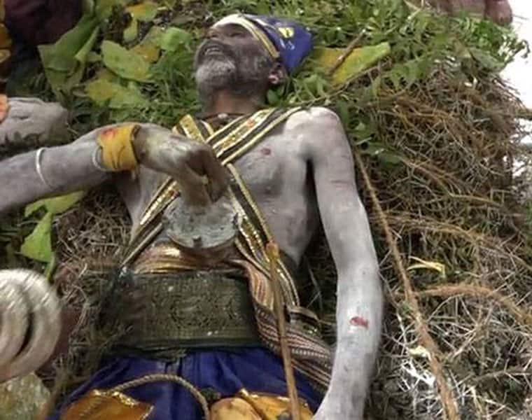 facbook     twitter     googlepluse  Man sleeps on thorns for 24 hours praying for Jayalalithaa health