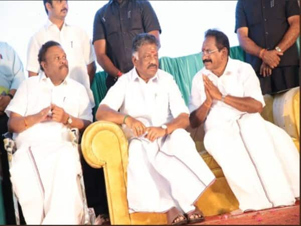 collects moi at sellur raju family function