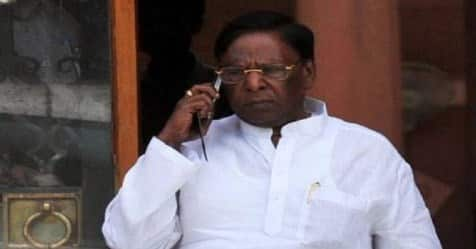 puduvai chief minister narayanasamy cleaning and removing the blockage from drainage