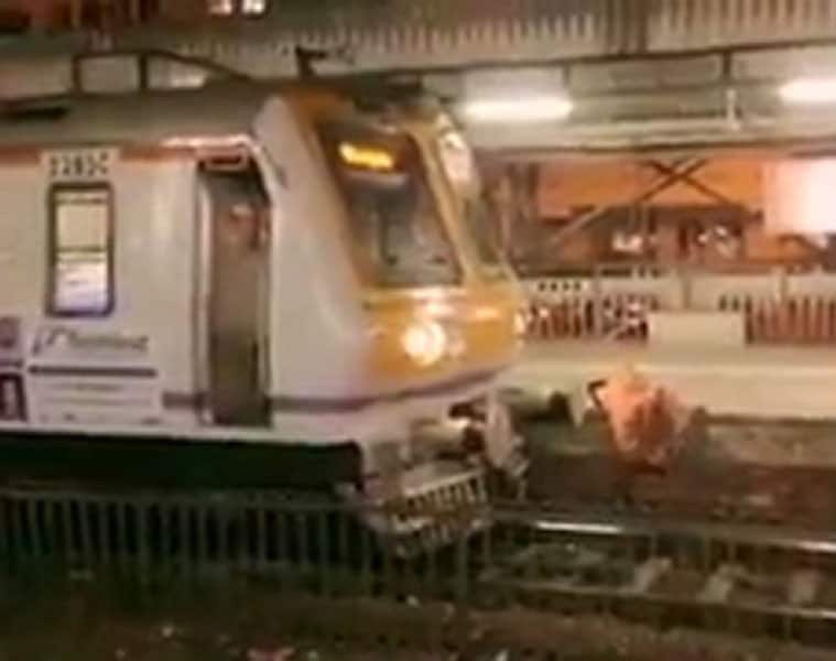 Three people fell from Mumbai local, one dead and two injured