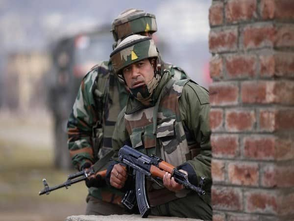 Encounter in Tral, one Pakistani terrorist dead, two more trapped