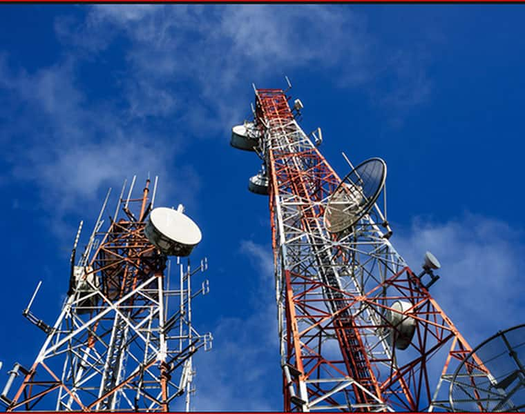 An Andhra Pradesh Man climbs atop mobile tower to talk to wife who left him