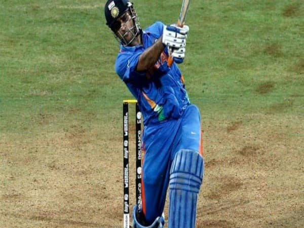 dhonis 3 bold decisions as  a captain of team india