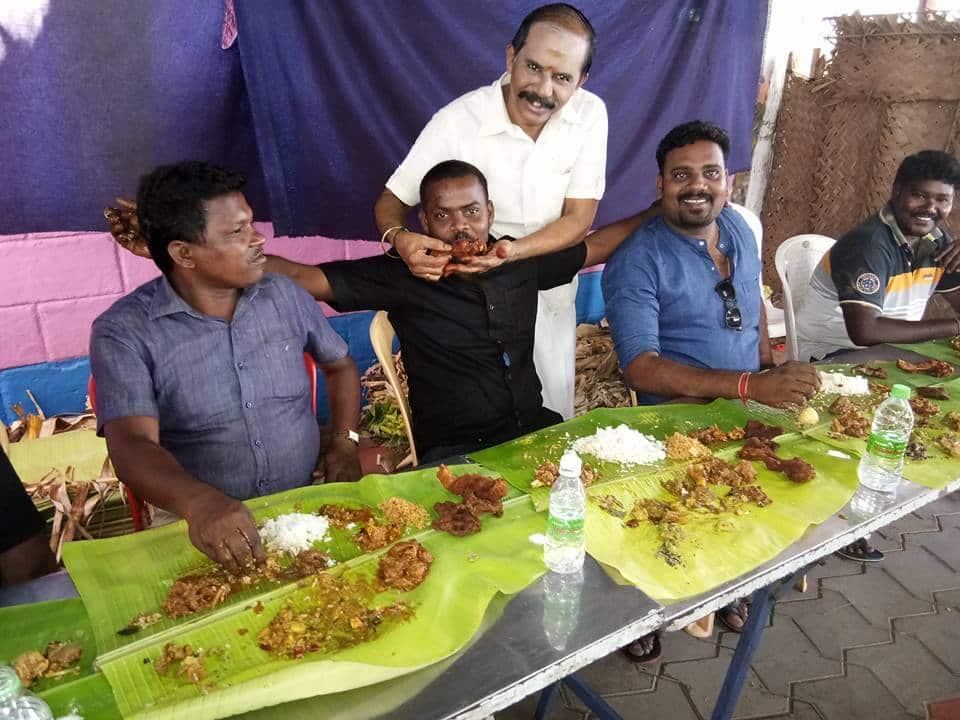 people throng this roadside hotel for delicious home food