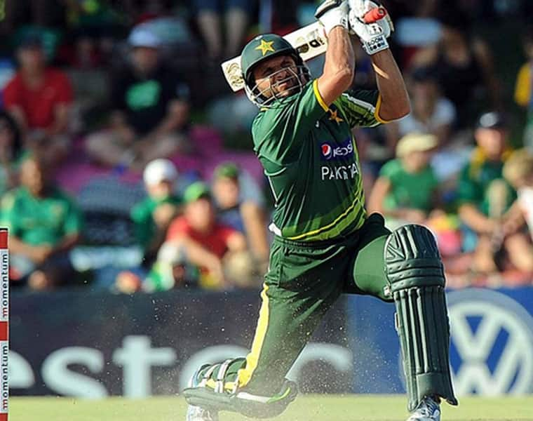 afridi hits four consecutive sixers and scored half century