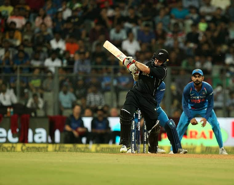 new zealand beat india by 4 wickets in first odi