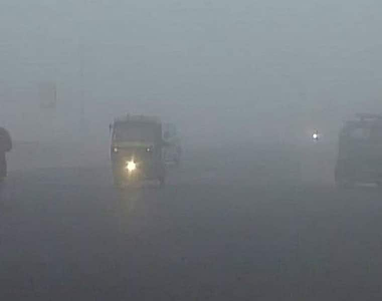 Dense fog shrouds Delhi, likely to disrupt flight and train services