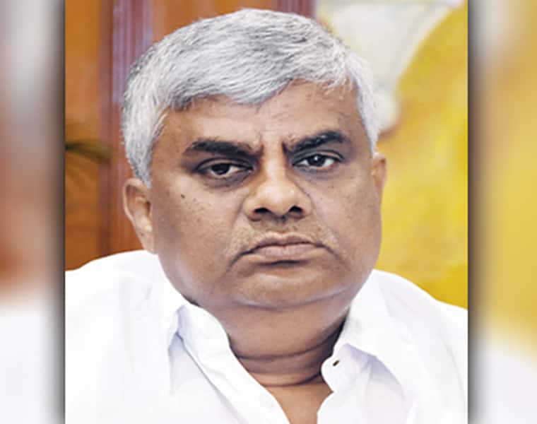 HD Revanna Warns To Officers In Mandya