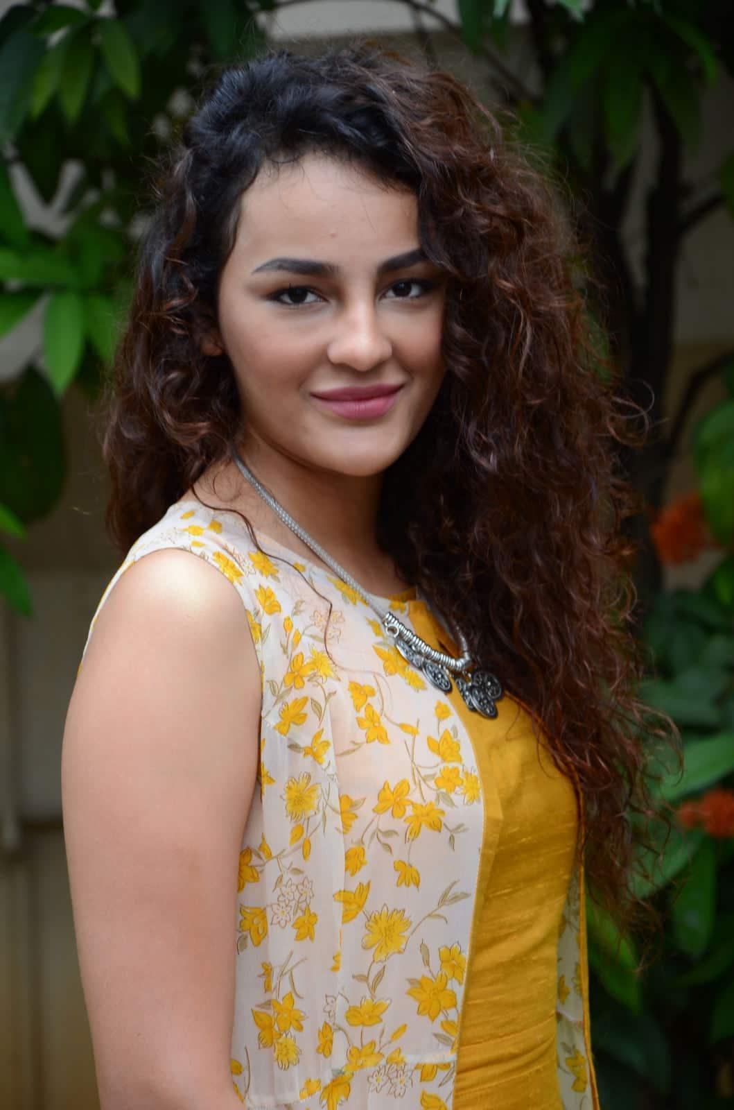 సీరత్ కపూర్ లేటెస్ట్ ఫోటో గ్యాలరీ