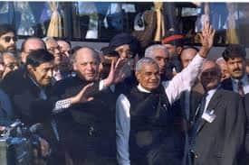 1999, ಲಾಹೋರ್ ಒಪ್ಪಂದ- ಅಂದಿನ ಪ್ರಧಾನ ಮಂತ್ರಿ ಅಟಲ್ ಬಿಹಾರಿ ವಾಜಪೇಯಿ ಲಾಹೋರ್ಗೆ ಭೇಟಿ ಕೊಟ್ಟ ಕ್ಷಣ.