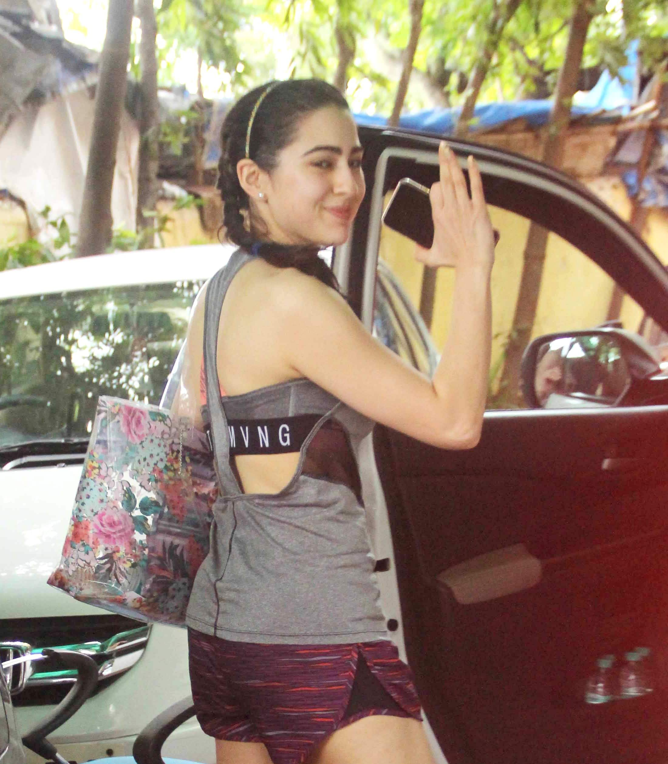 Sara Ali Khan's latest gym outfit will give you fitness inspiration for days