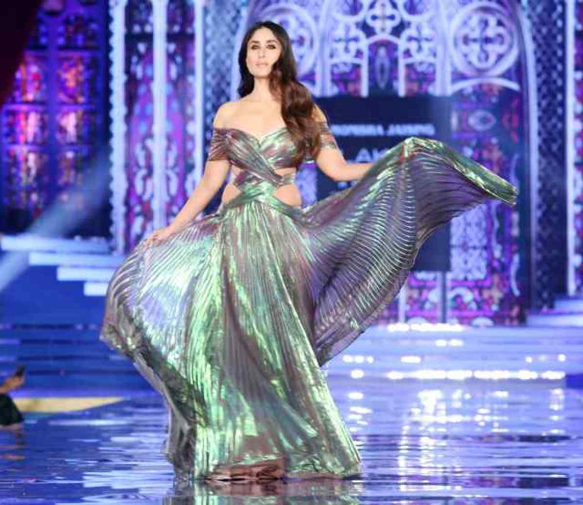 lakme fashion week kareena kapoor  on ramp
