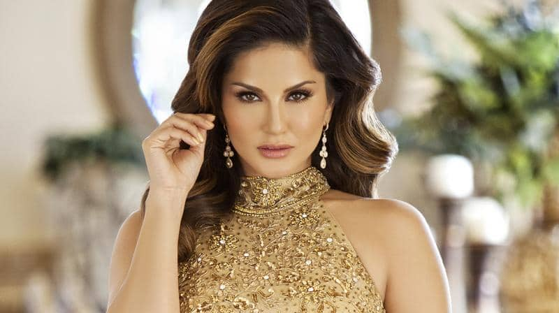 before sunny leone concert start in banglore, people is not happy