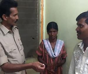 Karnataka Man returns lost earrings back to owner police officials impressed