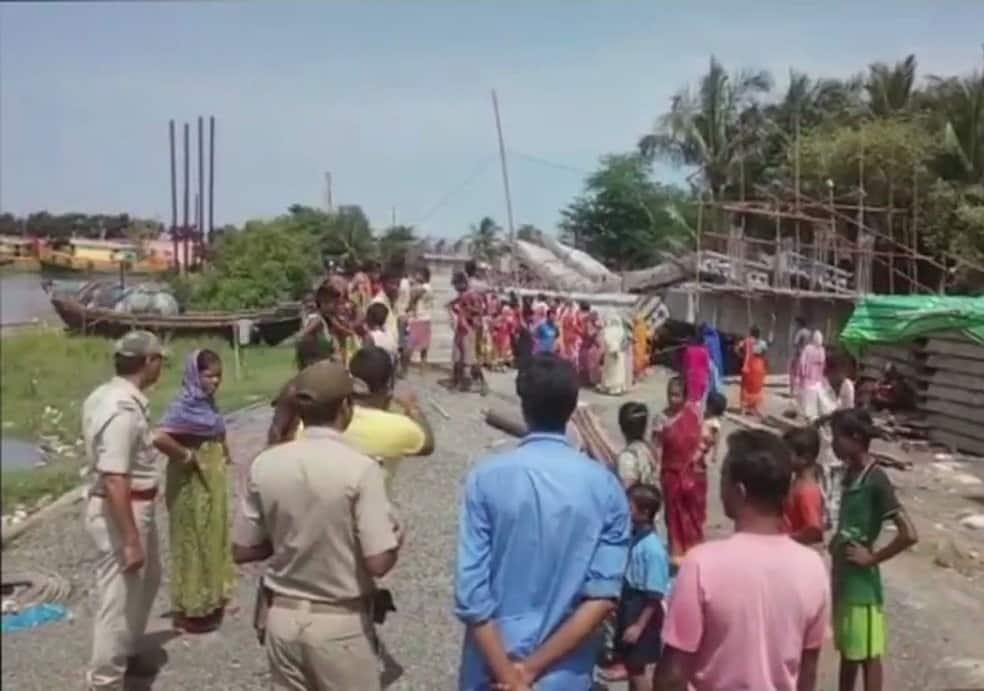 Bengal Under construction bridge collapsed on Kalnagini river at Kakdwip in South 24 Pargana