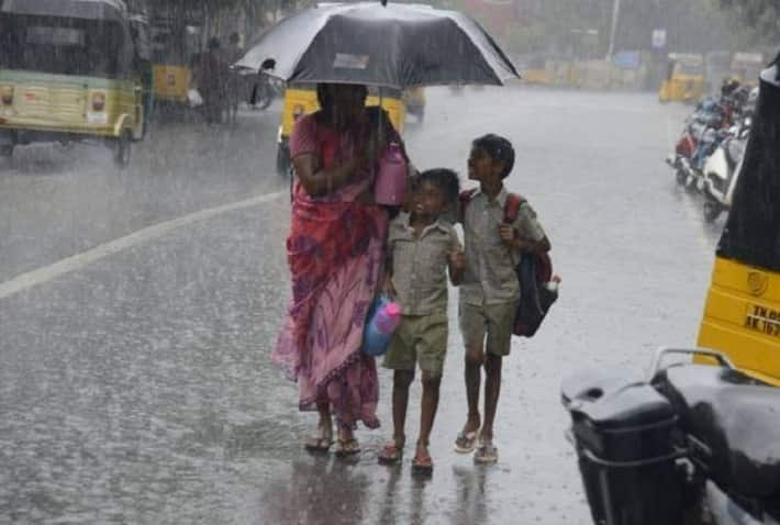 People alert ... Heavy rain warning for 11 districts in Tamil Nadu tomorrow. Weather Center Action.
