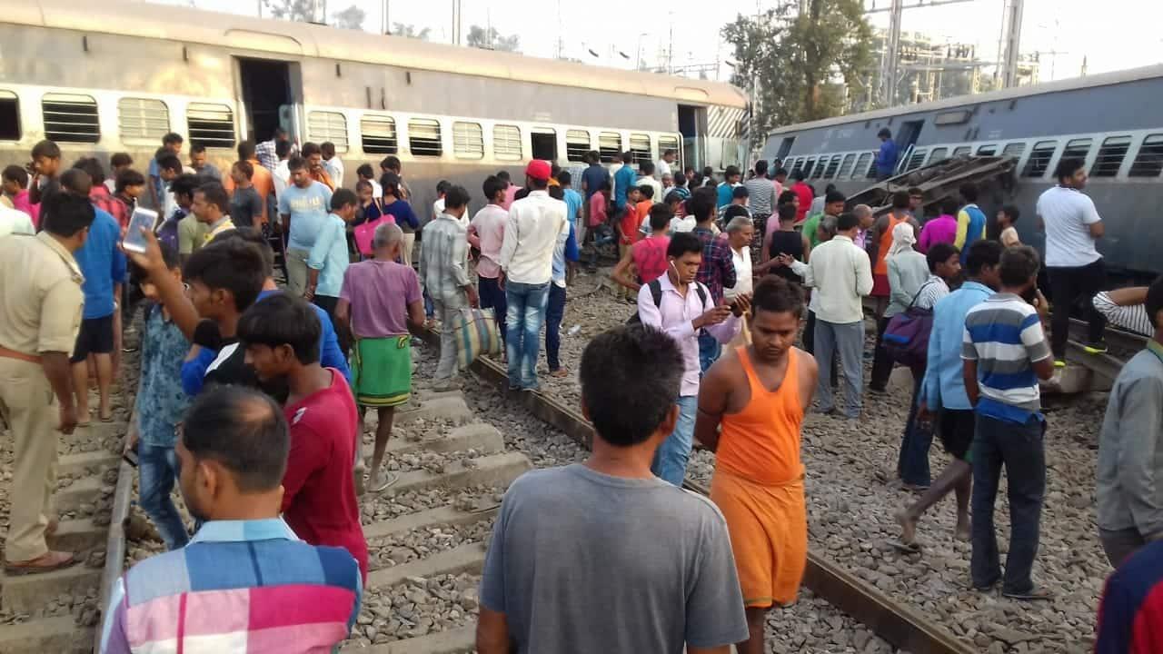 New Farakka Express crashed in RaiBareli