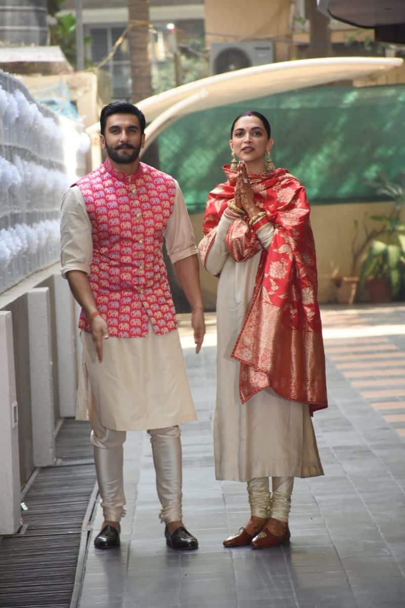 The red-heavy Benarasi dupatta made Deepika look more elegant