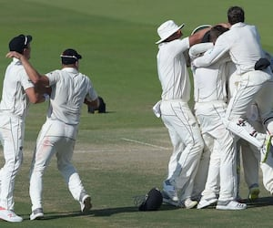 New Zealand records 4-run win in 1st test against Pakistan
