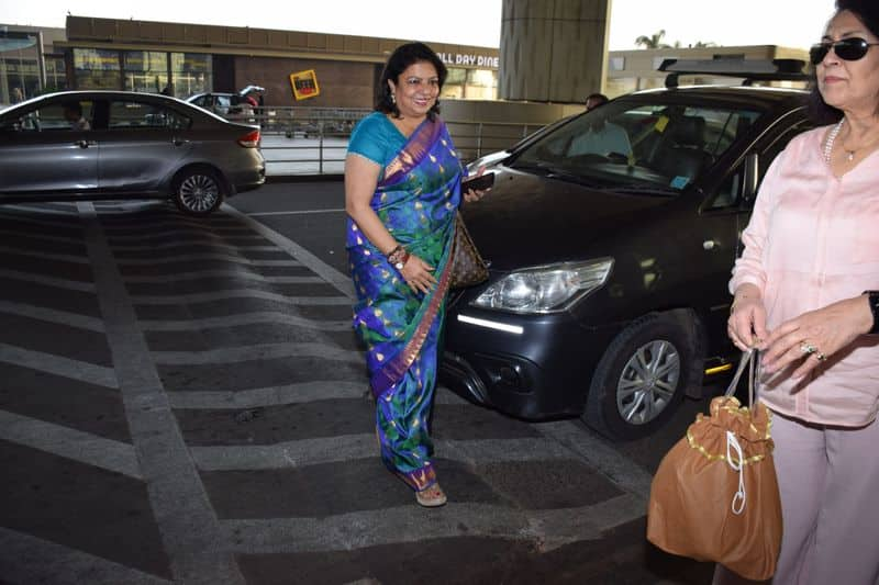 Mom of the bride, Madhu Chopra, looked calm and dressed gorgeously as she makes her way to Jodhpur.