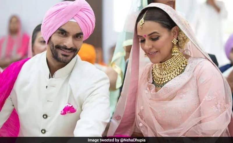Angad Bedi and Neha Dhupia- The two actors had a hush-hush private wedding on May 10 in New Delhi surrounded by their parents and near ones. The sudden wedding was followed by a baby announcement a few months later, making this the most happening wedding yet.