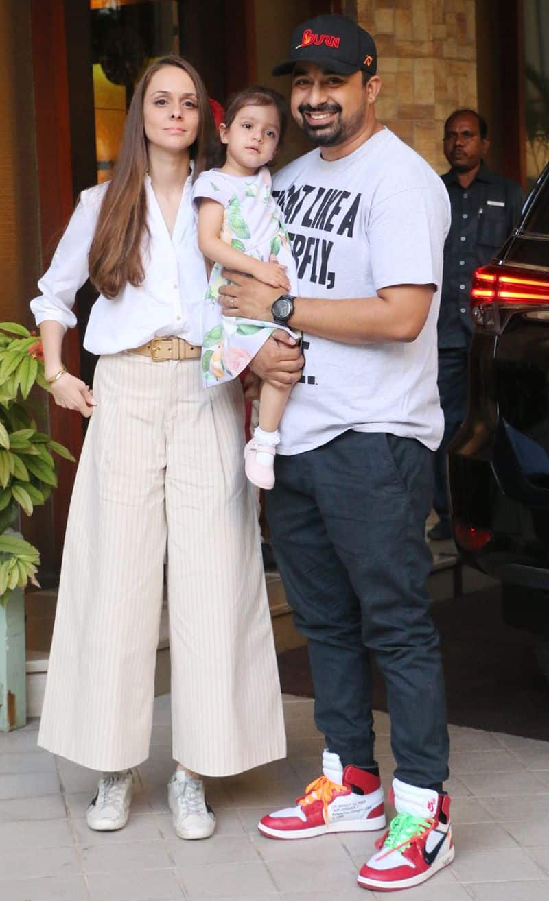 Rannvijay Singha and gorgeous wife Priyanka Vohra showed up with daughter Kainaat for the Taimur's birthday.