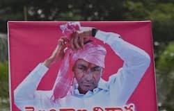 ఫొటోస్: జోరుగా తెలంగాణలో టీఆరెస్ నేతల సంబరాలు (ఫొటోస్)