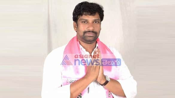 KCR pays tributes to Balka sumans father suresh at metpally lns