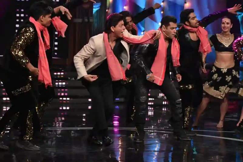 Shah Rukh Khan visited the sets of Bigg Boss 12 Weekend Ka Vaar, hosted by Salman Khan, to promote his upcoming film Zero.