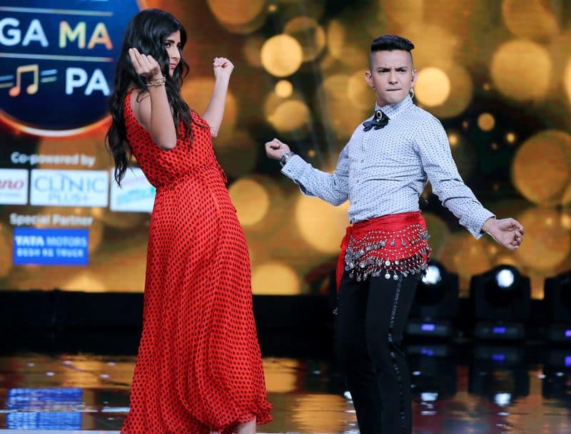 Aditya also wore an embellished belly dancing belt to complete his routine. Looks like Katrina was impressed.