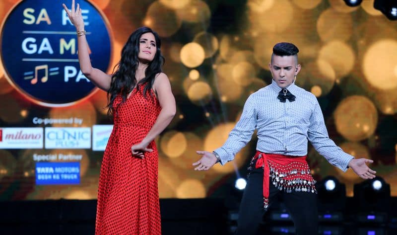 KAtrina attended the reality music show to promote her movie Zero and asked Narayan to belly dance on stage.