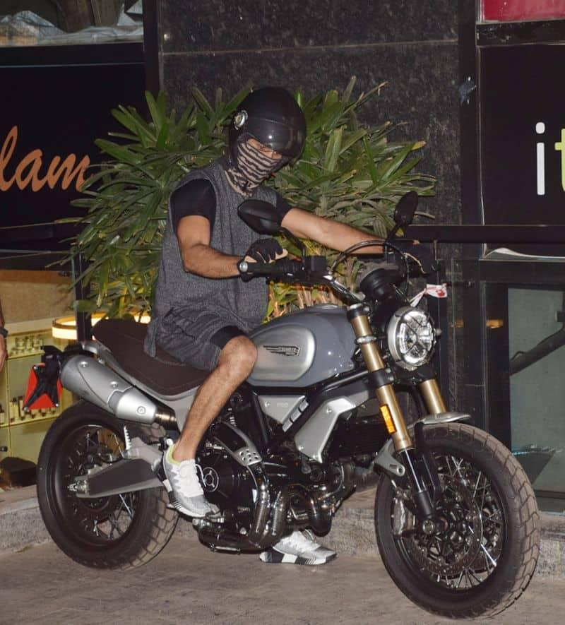 The bike has wire-spoke wheels, aluminium fenders and chrome exhausts.