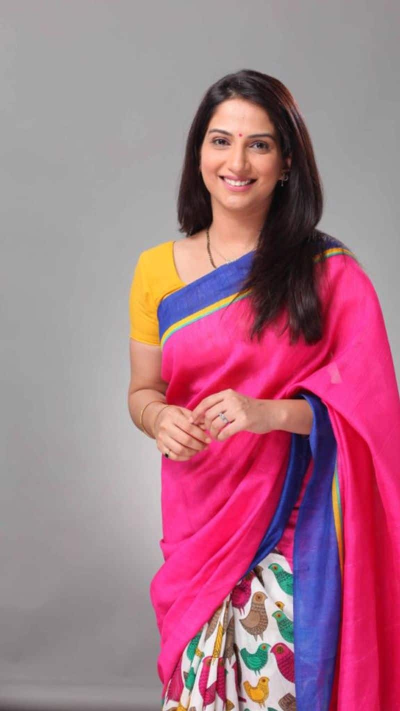 """Poorva Gokhale who plays Anupriya in Zee TV's Tujhse Hai Raabta said, """"In school, Republic Day was always about coming together to hoist the flag, sing patriotic songs and participating in the march-past to celebrate this day. Moreover, I would urge every Indian to value and respect this historic day. Wishing all my fans a Happy Republic Day. Jai Hind!"""
