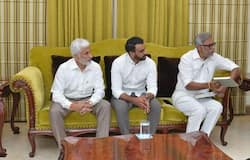 jagan mohan reddy with ycp leaders