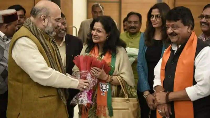 Moushumi Chatterjee: Veteran film star Moushumi Chatterjee joined BJP a few weeks ago in the presence of party leaders Mukul Roy and Kailash Vijayvargiya. Reports suggest the yesteryear artist might contest the upcoming Lok Sabha elections as well.