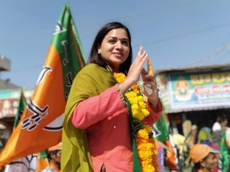 Reshma Rathore: Actor Reshma Rathore, who hails from Yellandu of Kothagudem district joined Bharatiya Janata Party last year in the presence of State President K Laxman in Hyderabad.