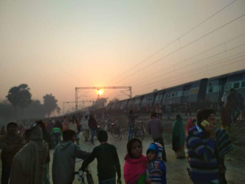 A team of doctors has rushed to the accident site from Sonpur and Barauni. Accident relief train has also moved for carrying out relief and rescue operations.