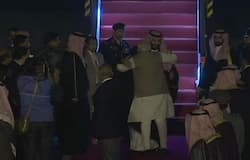 PM modi break protocol for Saudi Arab prince welcome