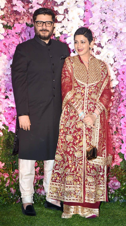 पार्टी में सोनाली इंडियन ट्रैडिशनल लुक में बेहद खूबसूरत लग रही थीं।