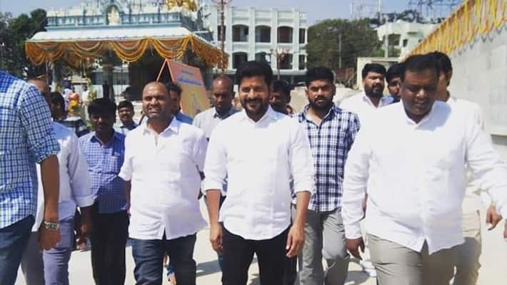 t-congress mp revanthreddy interesting comments on trs-bjp