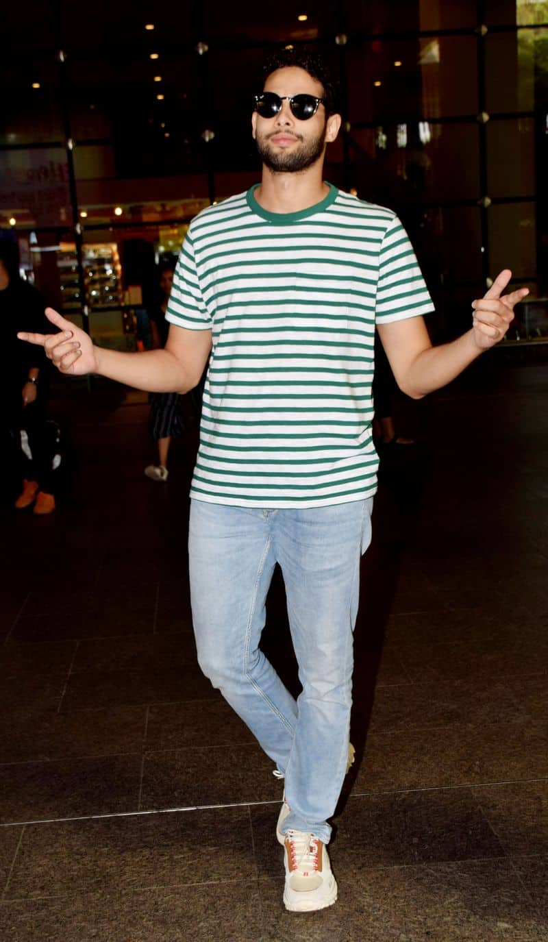 Siddhant Chaturvedi aka MC Sher was in full form while travelling. Bhag Sher Aaya!