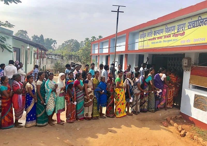 Before 9 AM, excise and industry minister Kawasi Lakma voted in Sukma and Dantewada district collector Topeshwar Verma voted along with his wife and daughter
