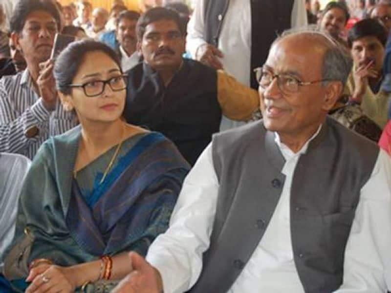 Digvijaya Singh married Amrita Rai, a TV anchor in the year 2017, which raised many political controversies.