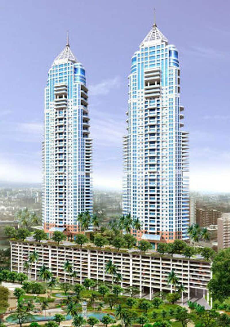 इंपीरियल बिल्डिंग:  मुंबई की इंपीरियल बिल्डिंग कभी भारत की सबसे ऊंची इमारत हुआ करती थी, लेकिन अब यह दूसरे नंबर पर आ गई है। यह इमारत करीब 256 मीटर (840 फीट) ऊंची है, 2010 में बनकर तैयार हुई थी।