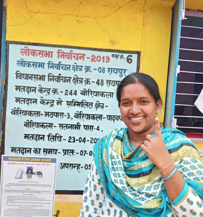 Manisha Thakur Rawate,  AIG Technical Services, fulfilled her duty of an upright citizen by exercising her franchise at booth no 244 Boriyakala at 8.30 am